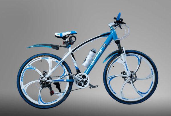 BMW бело-голубой