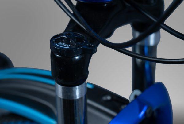 BMW синий на литых дисках