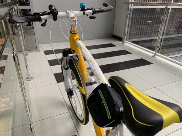 BMW желто-белый