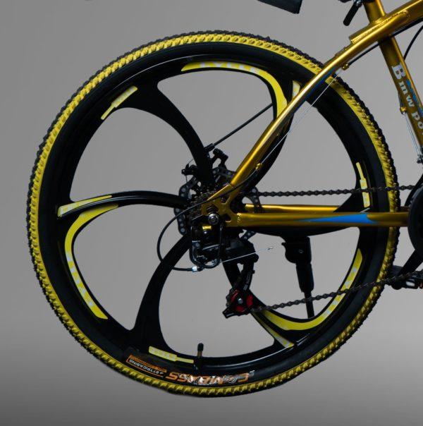 Велосипед на литых дисках БМВ Золотой