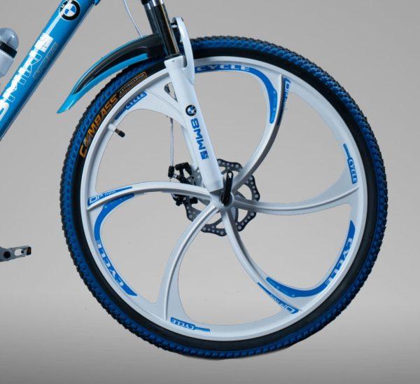 Велосипед на литых дисках БМВ бело-голубой