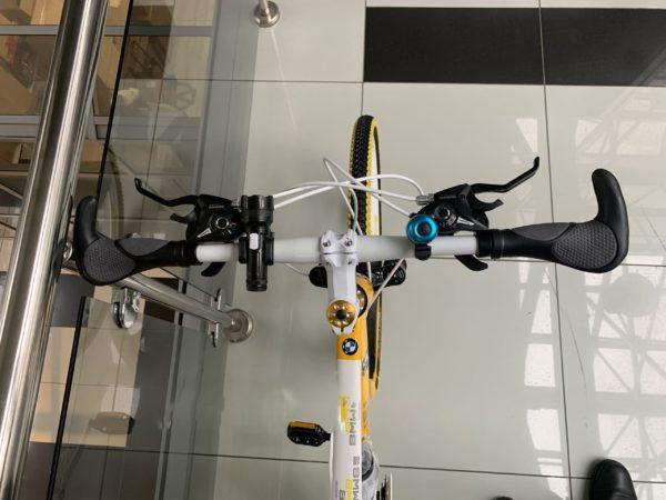 Велосипед на литых дисках БМВ желто-белый
