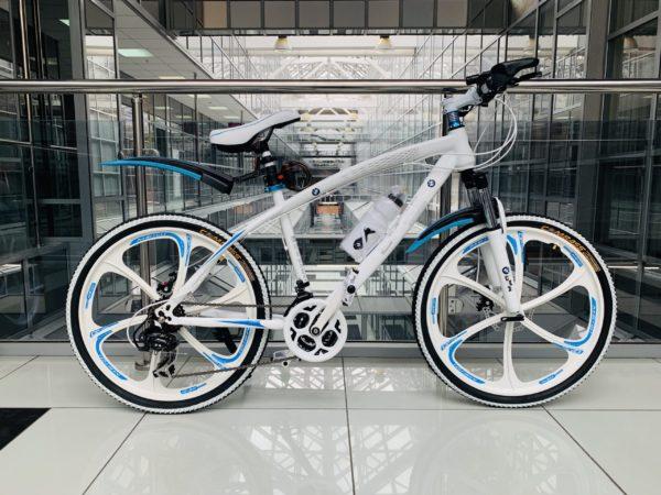 Велосипед на литых дисках BMW Белый подростковый