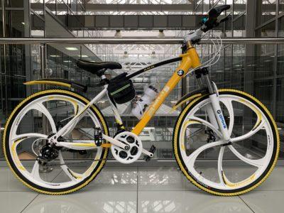 Велосипед на литых дисках BMW желто-белый
